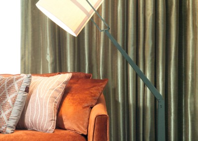 Articulated arm floor lamp